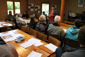 Kristine Jersin holdt grundlovstalen i 2012. Det var lidt koldt, så man trak indenfor i Natur-Teknik-hytten.