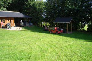 Natur-teknik-hytten og en udendørs grill blev der også opført.