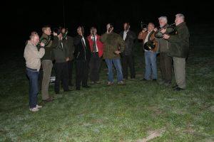 I buldrende mørke sluttede de velkendte jagthornsblæsere af med koncert ved Natur-Teknik-hytten.