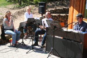 Ved Udtryk 2007 gav en udvidet udgave af Trio Tranten en flok sange ved Natur-Teknik-hytten.