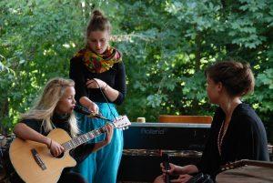 I forbindelse med Udtryk 2009 var disse piger fra Hobro på banen med en flok sange.